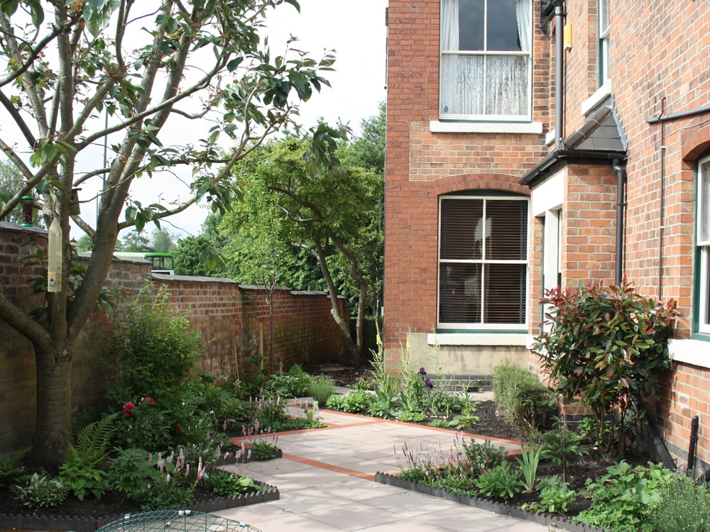 Victorian house garden designer garden design derbyshire for Small house garden design