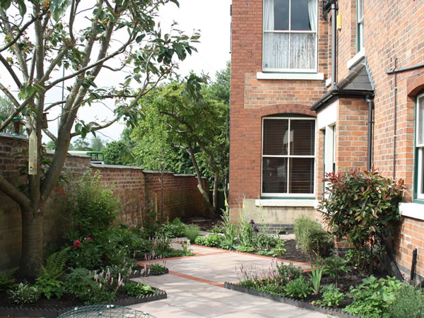 Victorian house garden designer garden design derbyshire for Victorian terraced house garden design